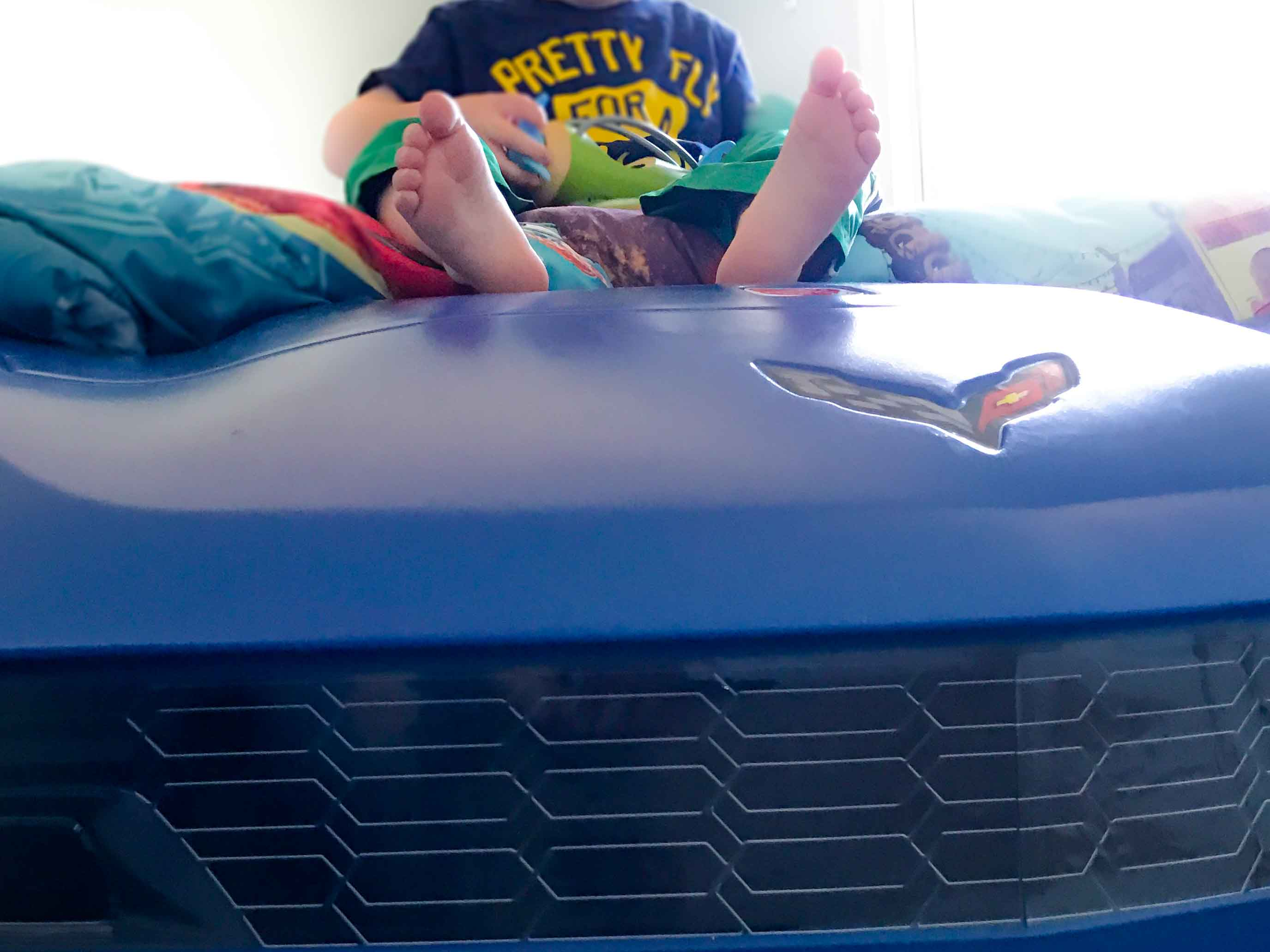 The grill and front of the blue race car bed.